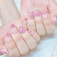 圆形粉色渐变贝壳片日式春天美甲图片