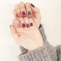 方圆形红色棕色跳色磨砂短指甲美甲图片