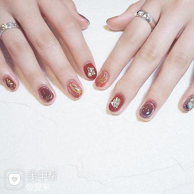 圆形红色贝壳片水波纹新娘美甲图片