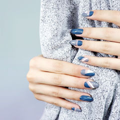 圆形蓝色灰色镂空不规则美甲图片