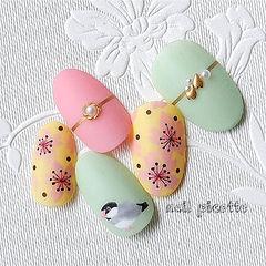 圆形粉色绿色黄色手绘花朵可爱磨砂跳色美甲图片