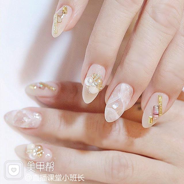 尖形白色晕染珍珠日式美甲图片
