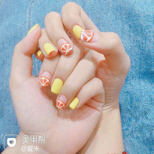 方圆形黄色橙色手绘水果圆法式美甲图片