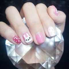 方圆形粉色白色手绘兔子波点可爱学生美甲图片