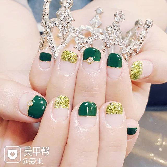 方圆形绿色金银线平法式美甲图片