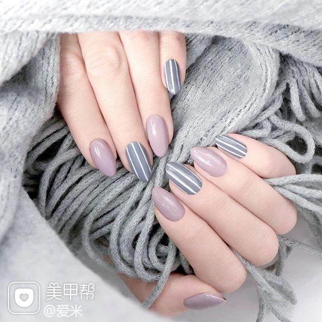 圆形灰色裸色条纹简约美甲图片