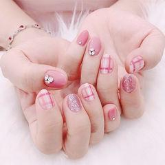 圆形粉色格纹钻美甲图片