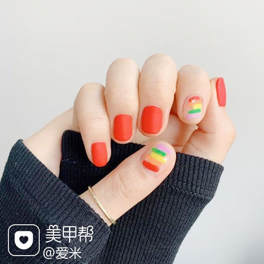 圆形红色黄色绿色手绘彩虹磨砂美甲图片