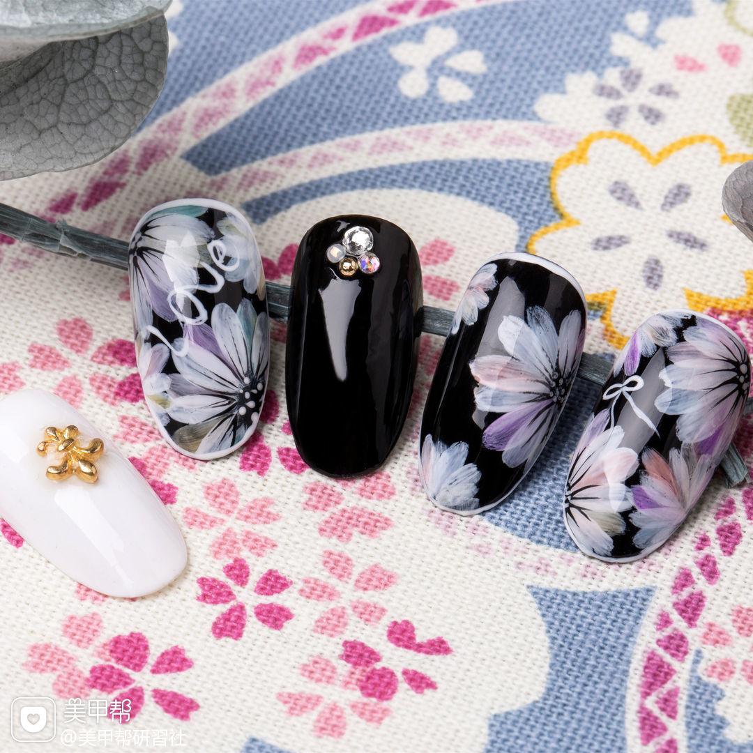 圆形黑色白色手绘花朵钻研习社美甲帮研习社作品,想学加微信mjbyxs6美甲图片