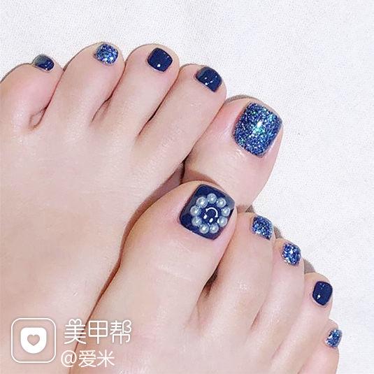 脚部蓝色珍珠美甲图片