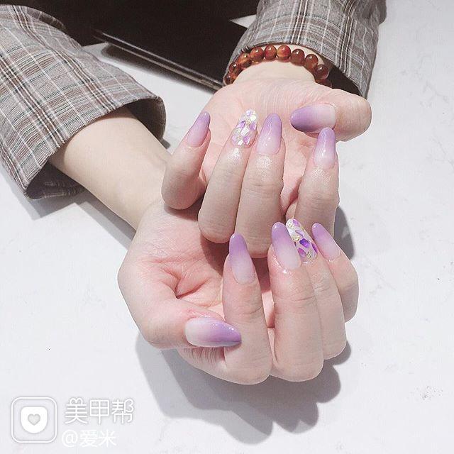 圆形紫色渐变贝壳片简约美甲图片