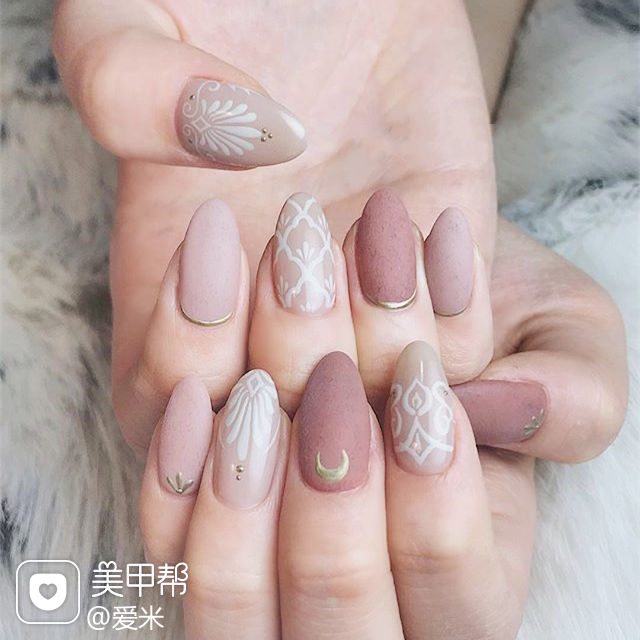 圆形粉色裸色手绘磨砂日式美甲图片
