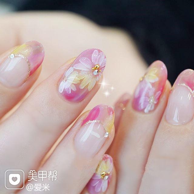 圆形粉色黄色白色手绘花朵法式日式美甲图片
