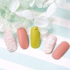 圆形粉色绿色白色雕花磨砂春天跳色研习社美甲帮研习社作品,想学加微信mjbyxs6美甲图片