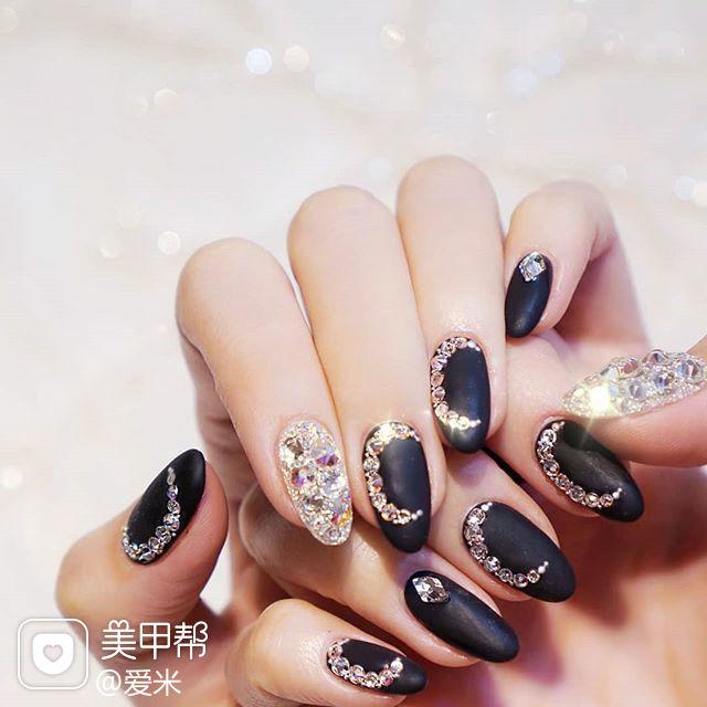 圆形黑色磨砂钻月亮韩式美甲图片