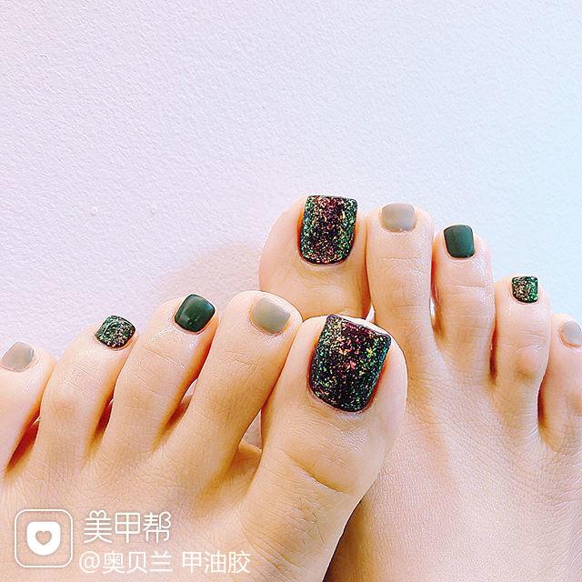 脚部绿色灰色磨砂跳色美甲图片