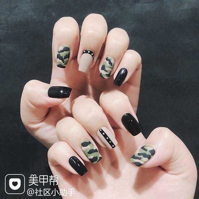 方圆形绿色裸色黑色手绘迷彩磨砂美甲图片