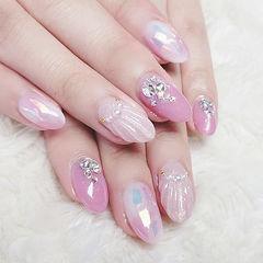 圆形粉色贝壳片珍珠钻ins美图分享,想学美甲咨询微信mjbyxs6哦~美甲图片
