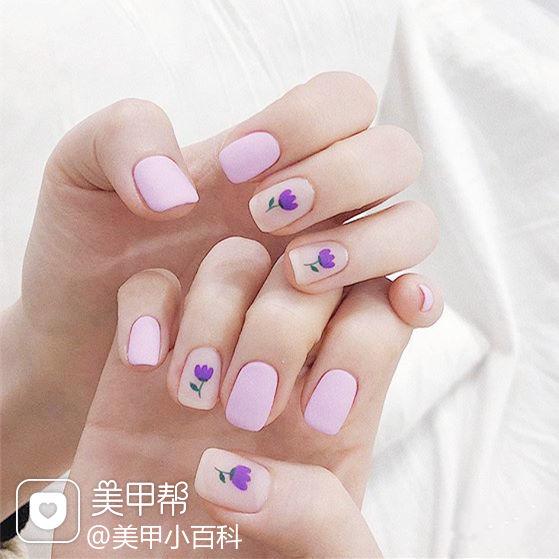 方圆形紫色手绘花朵磨砂简约美甲图片