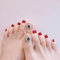 脚部红色裸色钻磨砂简约美甲图片