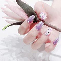方圆形紫色白色手绘花朵钻ins美图分享,想学美甲咨询微信mjbyxs6哦~美甲图片