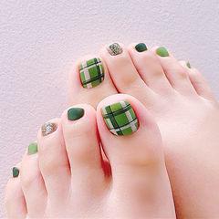 脚部绿色手绘格纹磨砂美甲图片