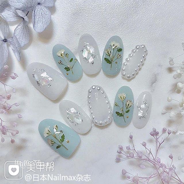 圆形蓝色白色珍珠贝壳片银箔干花春天日式美甲图片
