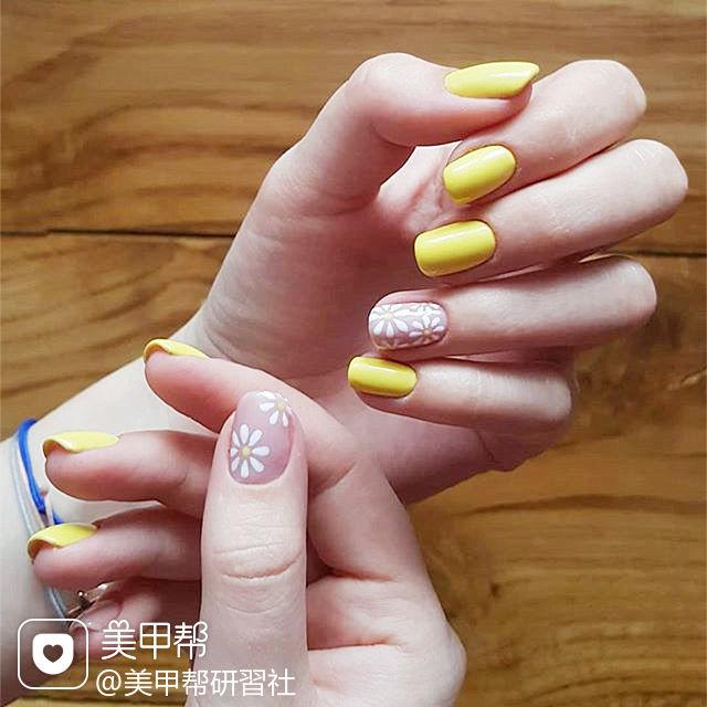 方圆形黄色白色手绘雏菊简约春天ins美图分享,想学同款加微信mjbyxs6美甲图片