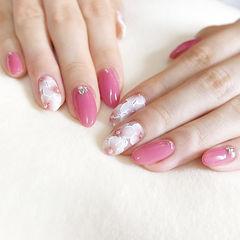 圆形粉色白色手绘花朵钻新娘ins美图分享,想学美甲咨询微信mjbyxs6哦~美甲图片