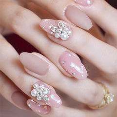 圆形粉色珍珠钻新娘ins美图分享,想学美甲咨询微信mjbyxs6哦~美甲图片