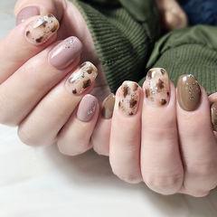 方圆形棕色粉色手绘银箔豹纹美甲图片