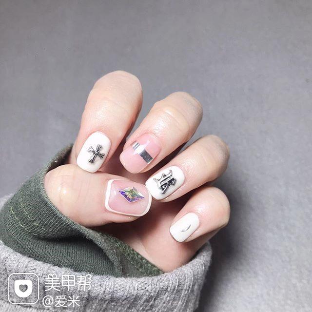方圆形白色金银线克罗心包边韩式美甲图片