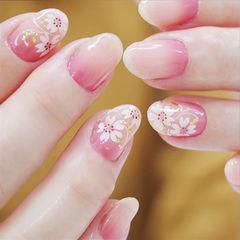 圆形粉色渐变白色手绘花朵春天新娘ins美图分享,想学美甲咨询微信mjbyxs6哦~美甲图片