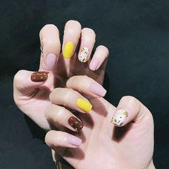方圆形粉色黄色棕色手绘花朵跳色美甲图片