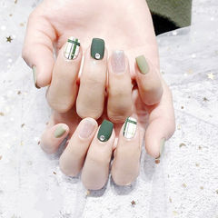 方圆形绿色银色钻线条磨砂美甲图片