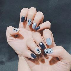 方圆形蓝色手绘花朵几何美甲图片