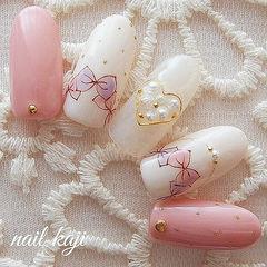 圆形粉色白色珍珠手绘蝴蝶结可爱美甲图片