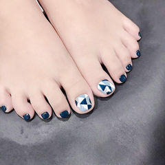 脚部蓝色手绘几何美甲图片