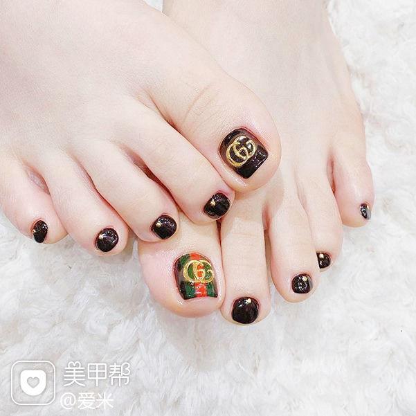 脚部黑色Gucci韩式美甲图片
