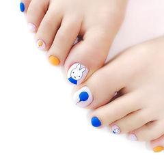 脚部蓝色橙色手绘兔子可爱磨砂跳色ins美图分享,想学美甲咨询微信mjbyxs6哦~美甲图片