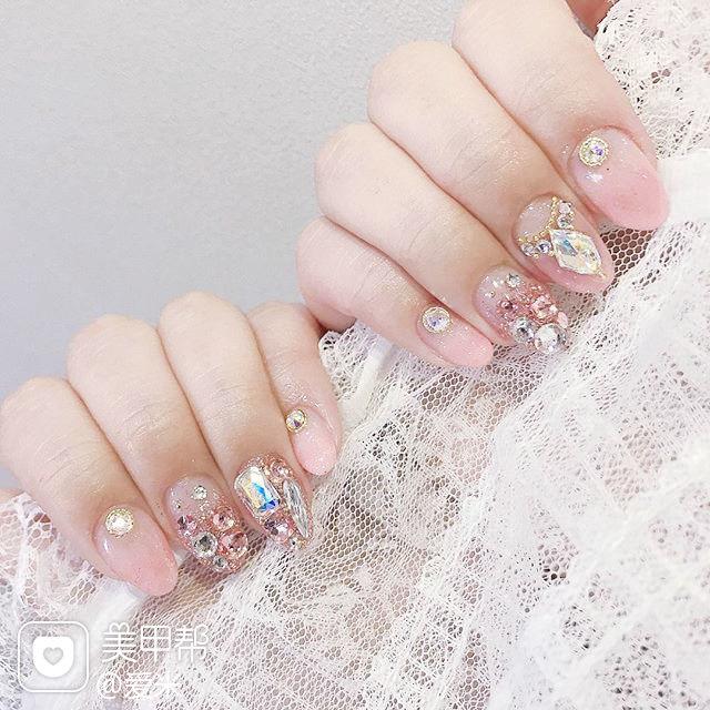 圆形粉色钻韩式美甲图片