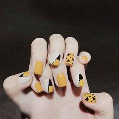 方圆形黄色黑色手绘斜法式几何美甲图片