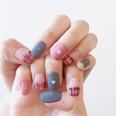 方圆形粉色灰色手绘格纹法式磨砂美甲图片