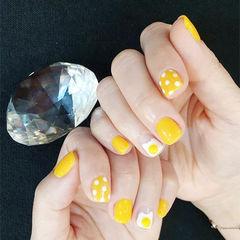 方圆形黄色白色手绘鸡蛋波点可爱美甲图片