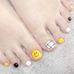 脚部黑色白色黄色格子笑脸跳色美甲图片