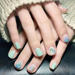 方圆形绿色蓝色晕染贝壳片简约美甲图片