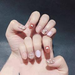 圆形粉色裸色手绘花朵格子磨砂美甲图片