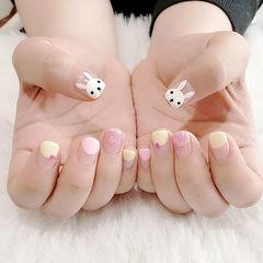 方圆形粉色白色黄色手绘兔子可爱圆法式学生ins美图分享,想学美甲咨询微信mjbyxs6哦~美甲图片