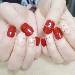 圆形红色裸色金银线心形贝壳片美甲图片