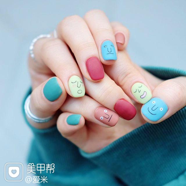 方圆形红色蓝色绿色手绘可爱跳色磨砂韩式美甲图片